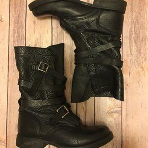 🌟Steve Madden combat boots! 🌟Size 7 🌟